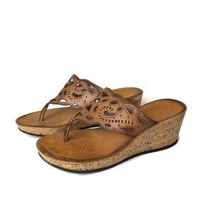 Clarks Mimmey Ann brown thong sandals
